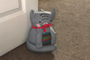 Cozy Cats Doorstop - living room