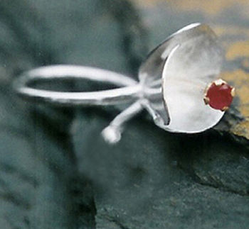 Single Botanical Rouge Ring