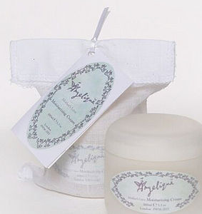 Moisturising Cream for Mother and Baby - bathtime