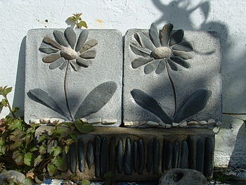 pair daisy tiles