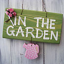 garden sign_spotty pale pink can with roses