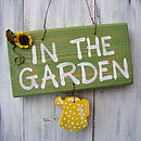 garden sign_spotty yellow can with sunflower