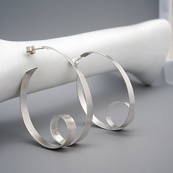 Ribbon Oval Hoop Earrings