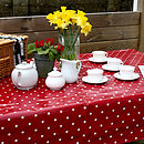 Issy spot tablecloth table set