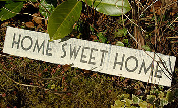 Painted sign 'Home sweet home'
