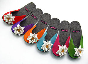 Sandy Felt Slippers with Daisy Flower - shoes