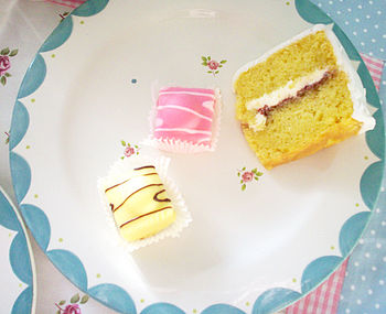 Cakes-on-a-plate