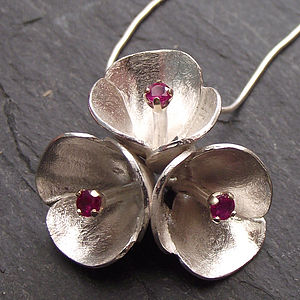 Three Red Flowers Necklace