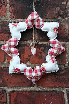 8 Heart Wreath Red