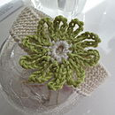 Cream with lime green medium flower