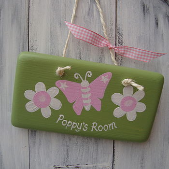butterfly sign_moss green with pale pink