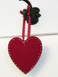 Hand Painted Shaker Heart - decorative accessories