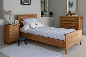 New England Oak Bed
