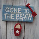 beach sign_blue wash with country red star