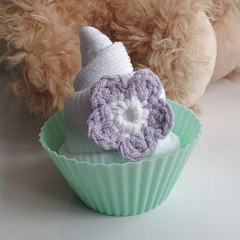 Pair of socks and cupcake, Lilac flower