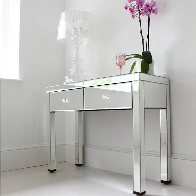 Mirrored dressing table by out there interiors for Vanity dressing table