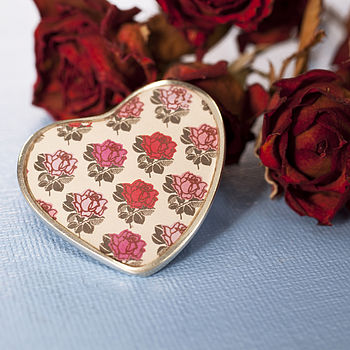 Cream Rose Pattern Heart Brooch