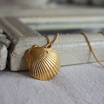 Saba shell necklace gold