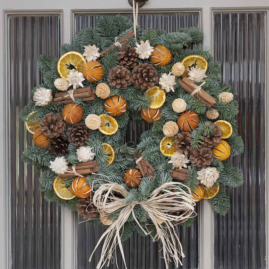 Christmas scented fresh fir door wreath by the flower - Pigne decorate natalizie ...