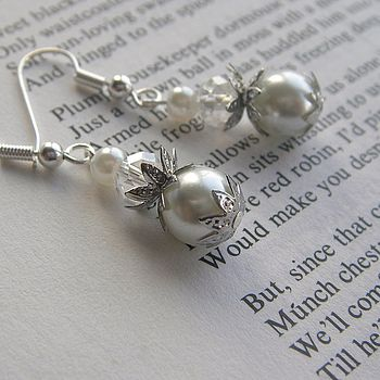Earrings in White Pearl
