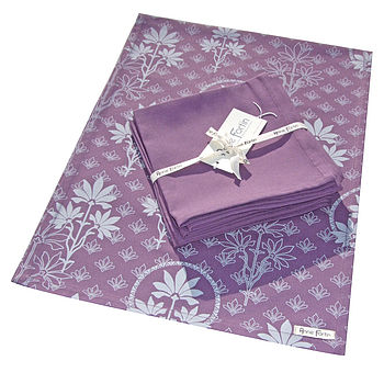 Organic Runner and Napkins violet