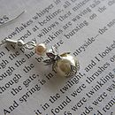 Earrings in Cream Pearl
