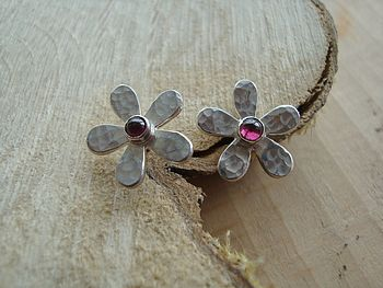 Garnet Daisy Studs - Hammered Finish