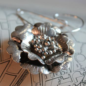 Swirl pin with a flower style A