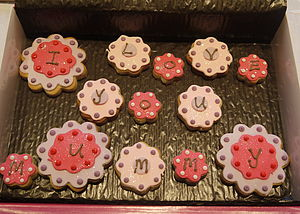 'I Love You Mummy' Flower Biscuits - biscuits