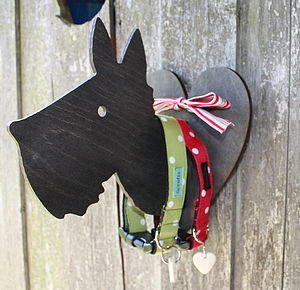 Hound And Heart Peg Lead Hanging Plaque - hooks, pegs & clips