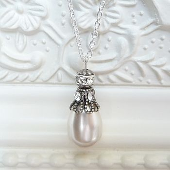 Rhinestone Embellished Pearl Pendant Necklace
