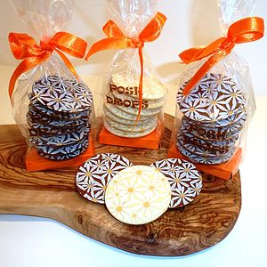 Daisy Print Chocolate Drops - edible favours