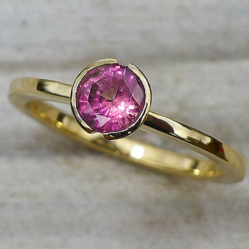 Mauve Sapphire Ring In 18ct Gold, Size K