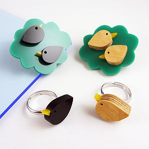 A Bird In The Hand Ring And Brooch Set - pins & brooches