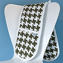 Houndstooth Design Oven Gloves