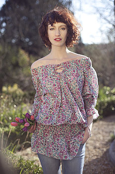 Gypsy top in ditsy wine