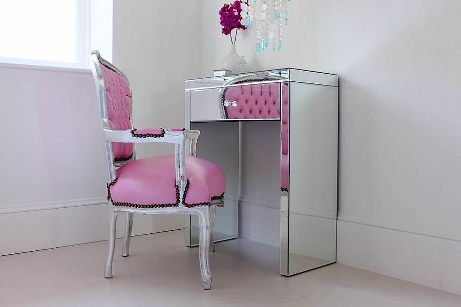 Mini mirrored dressing table by out there interiors for Small mirrored dressing table set