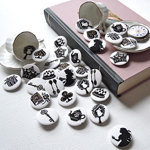 Alice In Wonderland Badge Set - wedding favours
