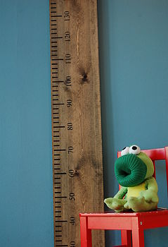 Wooden Kids Rule Height Chart in Aged Oak (Metric)