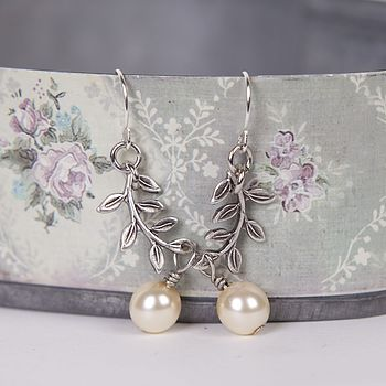 Vintage Style Leaves And Pearl Earrings