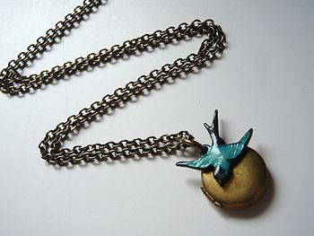 Little Locket With Bird Necklace