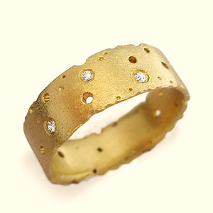 Diamond And 18ct Yellow Gold Ring - fine jewellery
