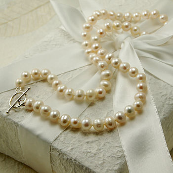 Round Pearl Necklace With Silver Clasp