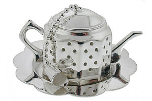 David-Louis Tea Infuser - cups & saucers