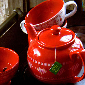 Red Heart Porcelain Teapot - tea & coffee cosies