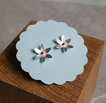 Handmade Pointed Daisy Studs Earrings