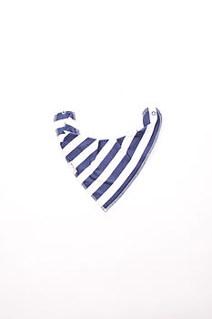 white and blue dribble bib