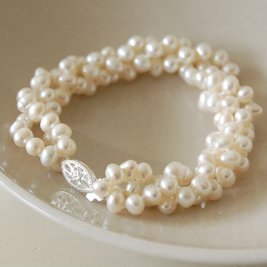 Row Pearl Necklace