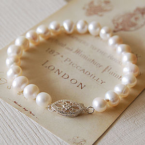 Vintage Style Pearl Bracelet - gifts under £25 for her