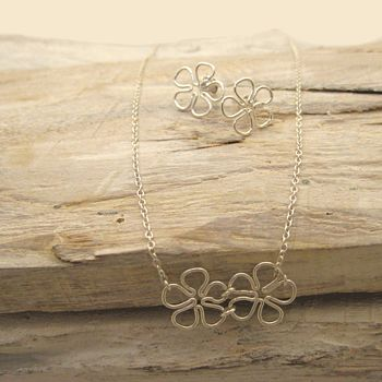 Daisy Necklace And Earrings Set